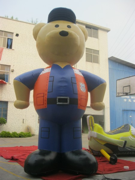 Giant Inflatable Bear: Custom Advertising Animals and Inflatables